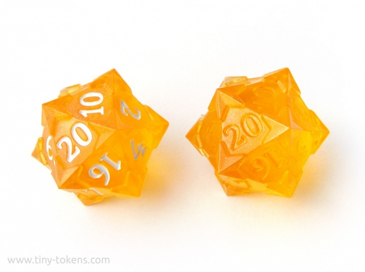 tinytokens_resincast_starry_d20_yellow-shimmerup_03